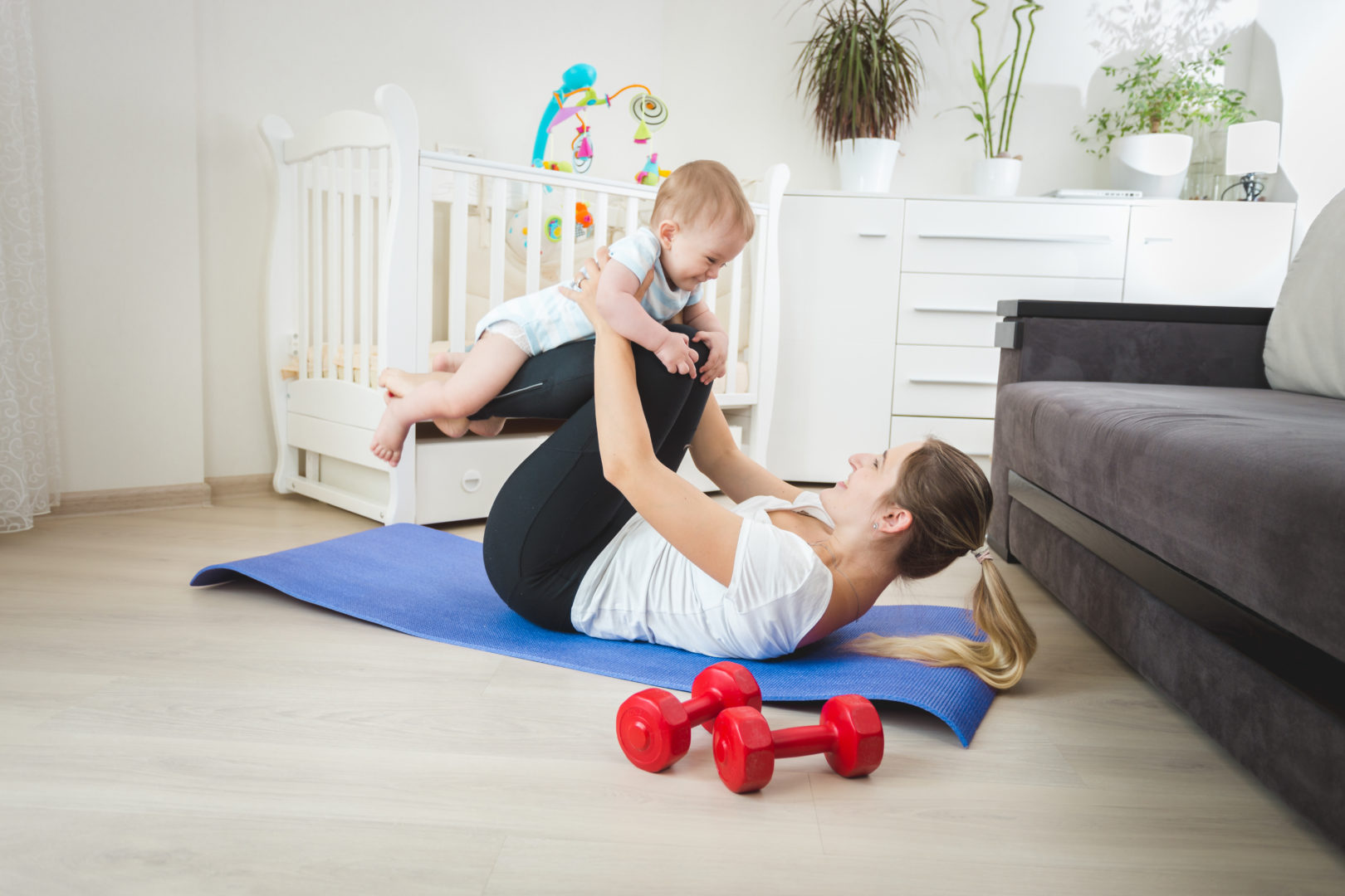 Mom exercising with baby to lose weight after pregnancy